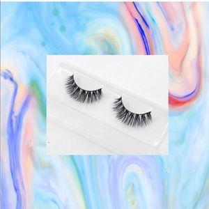 2 sets of glam eyelashes